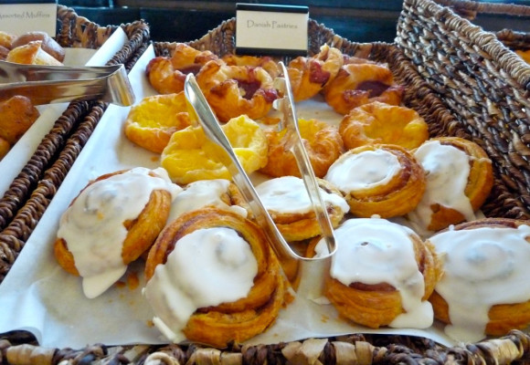 Danish pastries on the Neomi's Grill breakfast buffet